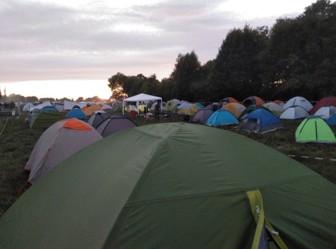 nuestra tienda y camping
